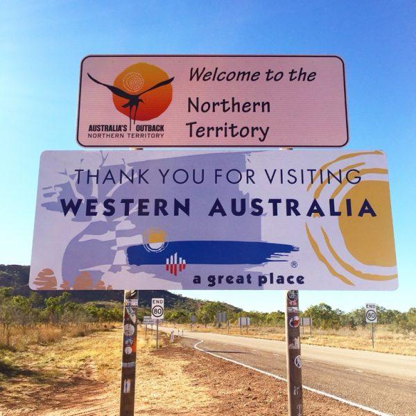 An der Grenze zum Northern Territory. Und zack ist es 1,5 Stunden später.